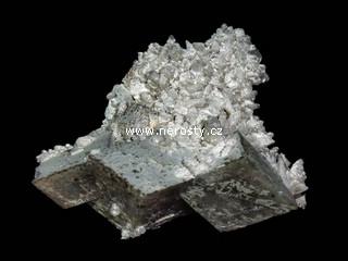 dolomit + kalcit + pyrit