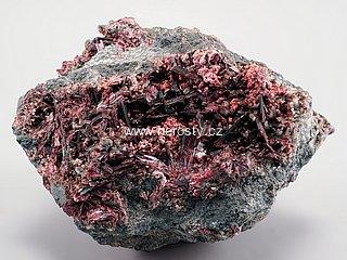 erytrín + kobaltkoritnigit