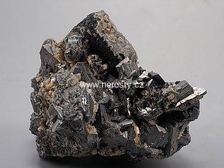 ferberit + arzenopyrit + siderit