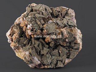 fluorit + pyrit