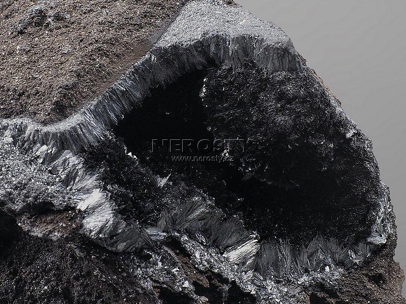 pyroluzit