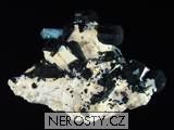 akvamarín, skoryl, albit
